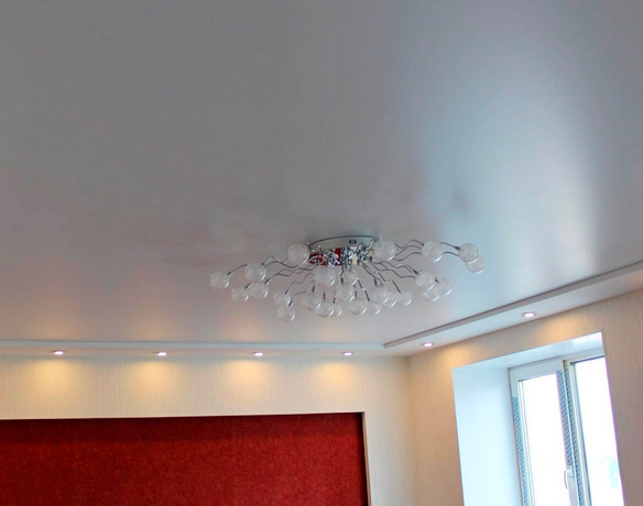 бесшовный потолок