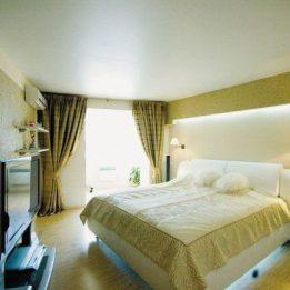 сатиновый в спальне