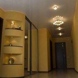 глянцевый в коридоре