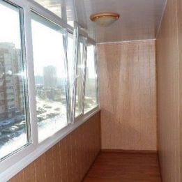 глянцевый на балконе