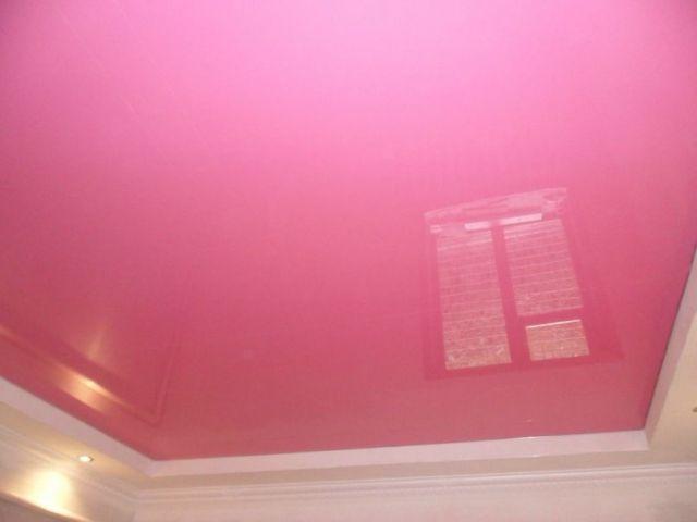 пристенный фото натяжных потолков одноцветных в комнате пирог
